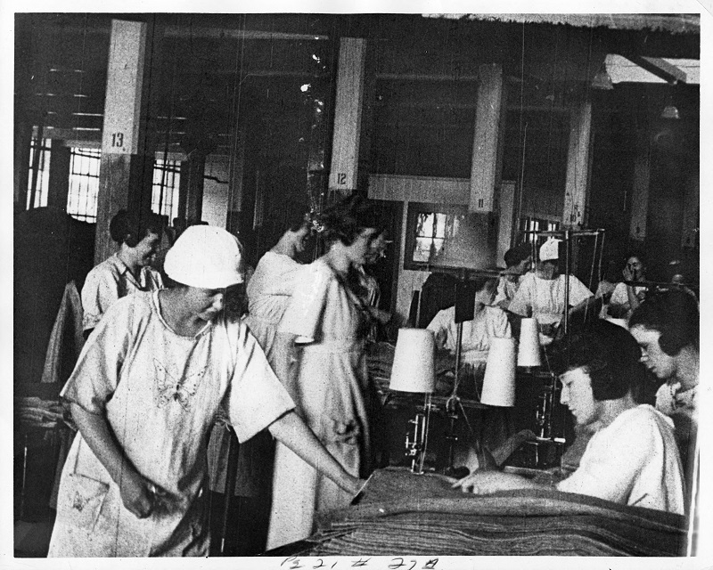 Room of workers 2. Photograph by Rubenstein. Source: UNITE HERE Archives, Kheel Center, Cornell University Date: Circa 1885