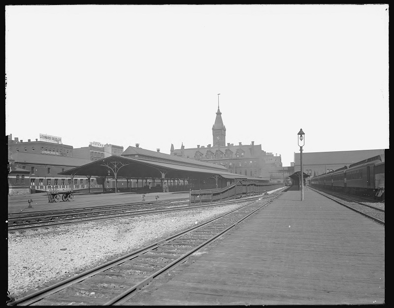 Chicago and Northwestern Railway Station. Description: Chicago and Northwestern Railway Station; Chicago, IL. Source: ICHi-19135. Chicago History Museum. Reproduction of glass negative, photographer - Barnes Crosby. Date: 1904-1913.