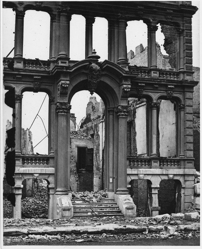 Ruins of Farwell's Building on Washington Street after the Chicago Fire. Description: Ruins of Farwell's Building on Washington Street after the Chicago Fire, Chicago, IL. Source: ICHi-39415. Chicago History Museum. Reproduction of photographic print, photographer - Jex Bardwell. Date: 1871.